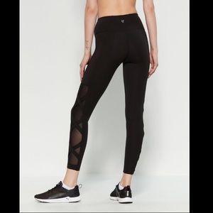 Betsy Johnson Black Perfect Fit Cropped Leggings